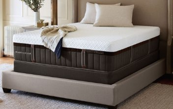 Lux Hybrid  Stearns  and Foster Mattress
